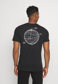 Nike Sportswear - Triko spotiskem - black - 2