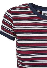 Urban Classics - Print T-shirt - white/navy/fire red - 3