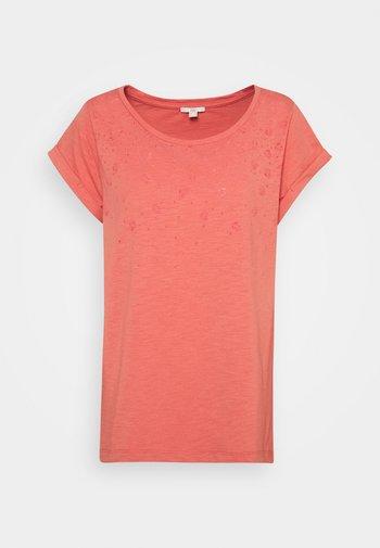 COO AOP SLUB - Print T-shirt - coral