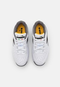 Diadora - S. CHALLENGE 3 JR UNISEX - Multicourt tennis shoes - white/black/saffron - 3
