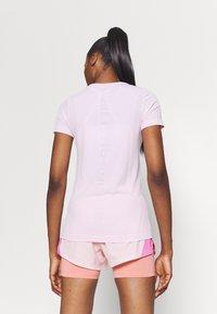 Nike Performance - INFINITE - Print T-shirt - pink foam/reflective silver - 2