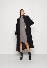 Zign - Pouzdrové šaty - mottled grey - 1