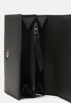 VILLENINA - Wallet - black green