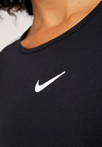Nike Performance - DRY - Print T-shirt - black/white - 5