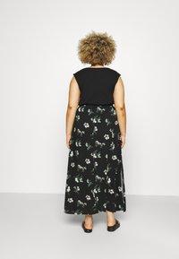 Vero Moda Curve - VMSIMPLY EASY SKIRT - Maxi skirt - black/ann - 2