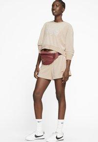 Nike Sportswear - RETRO FEMME CREW TERRY - Sweatshirt - shimmer - 1