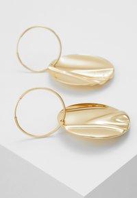 Pilgrim - EARRINGS WATER - Orecchini - gold-coloured - 2