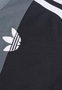 adidas Originals - BODY - Print T-shirt - blue oxide/black - 5