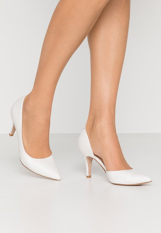 LEATHER PUMPS  - Tacones - white
