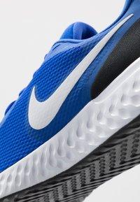 Nike Performance - REVOLUTION 5 - Zapatillas de running neutras - racer blue/white/ black - 5