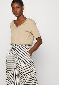 Moss Copenhagen - AVIANNA RAYE SKIRT - A-line skirt - beige - 3