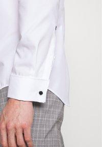 Seidensticker - SLIM - Camicia elegante - weiß - 5