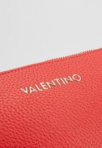 Valentino Bags - SUPERMAN - Wash bag - red - 2