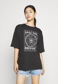 Even&Odd - T-shirt med print - anthracite - 0