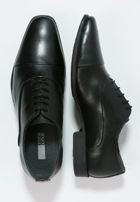 Pier One - Elegantní šněrovací boty - black - 1