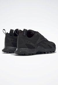 Reebok - AT CRAZE 2.0 FOUNDATION - Zapatillas de trail running - black/grey - 3