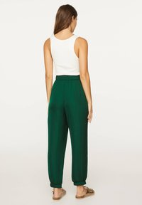 OYSHO - Tygbyxor - evergreen - 1