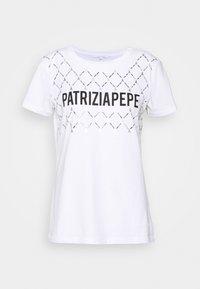 Patrizia Pepe - FLY LOGO TEE - Print T-shirt - bianco ottico - 3