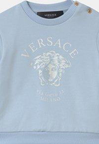 Versace - MEDUSA VIA GESU SET UNISEX - Tracksuit - babyblue/white - 3