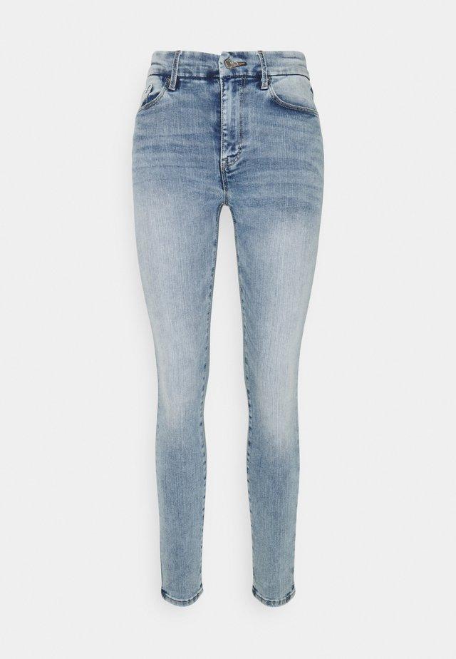 CLARA CURVE  - Jeans Skinny Fit - light denim