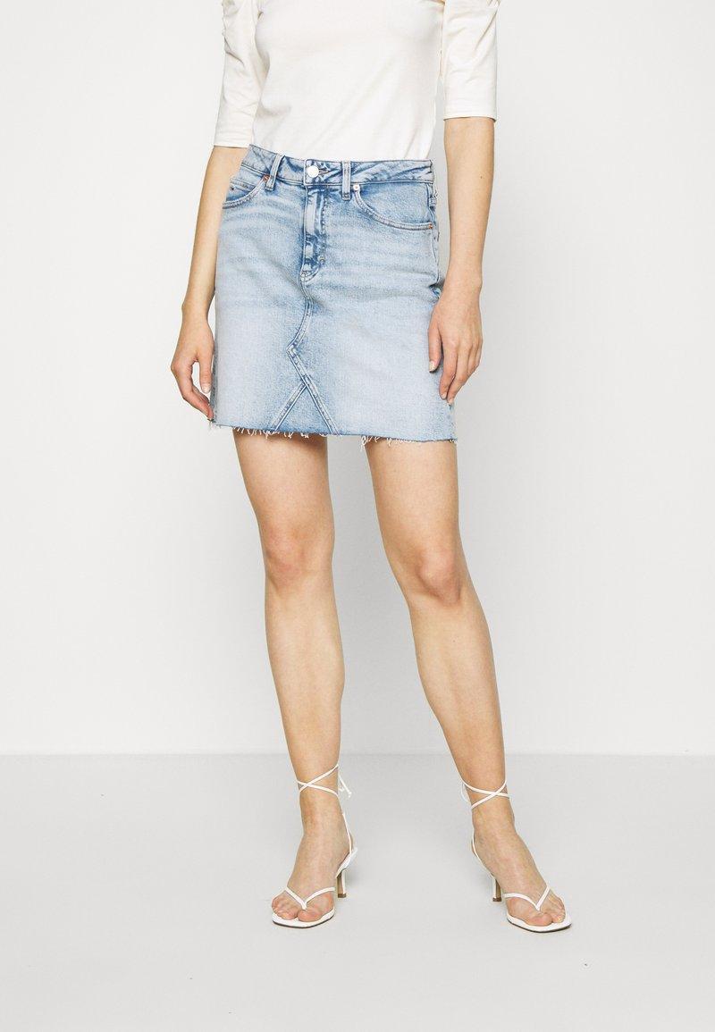 Tommy Jeans - SHORT SKIRT - Jupe en jean - cony light blue comfort
