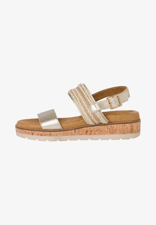 Sandaletter med kilklack - gold