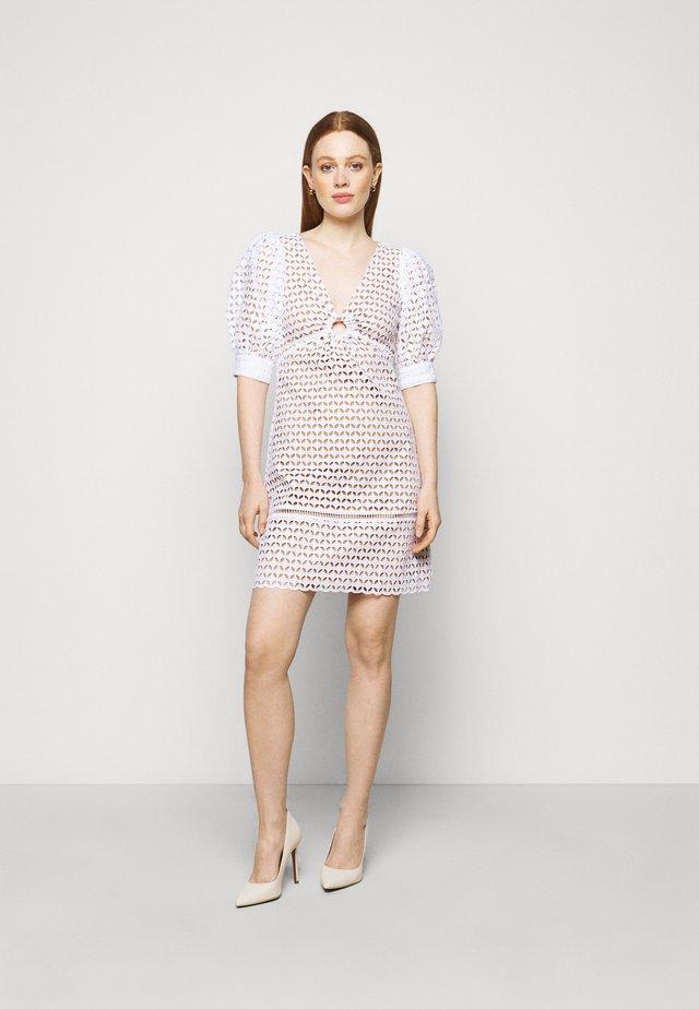 GEO EYELET MINI DRESS - Sukienka letnia - white