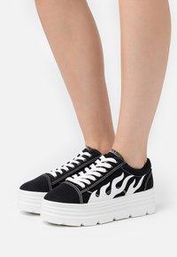 Koi Footwear - VEGAN - Sneakers basse - black/white - 0
