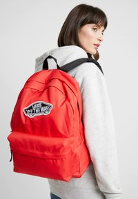 Vans - REALM BACKPACK - Reppu - poppy red - 1