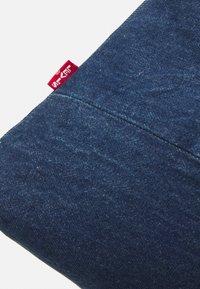 Levi's® - LEVI'S® X PORTO ALEGRE LARGE DENIM POUCH - Trousse de toilette - light-blue denim/beige - 4