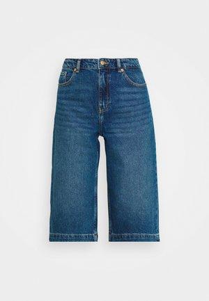 ONLAMBER LIFE BERMUDA - Denim shorts - medium blue denim