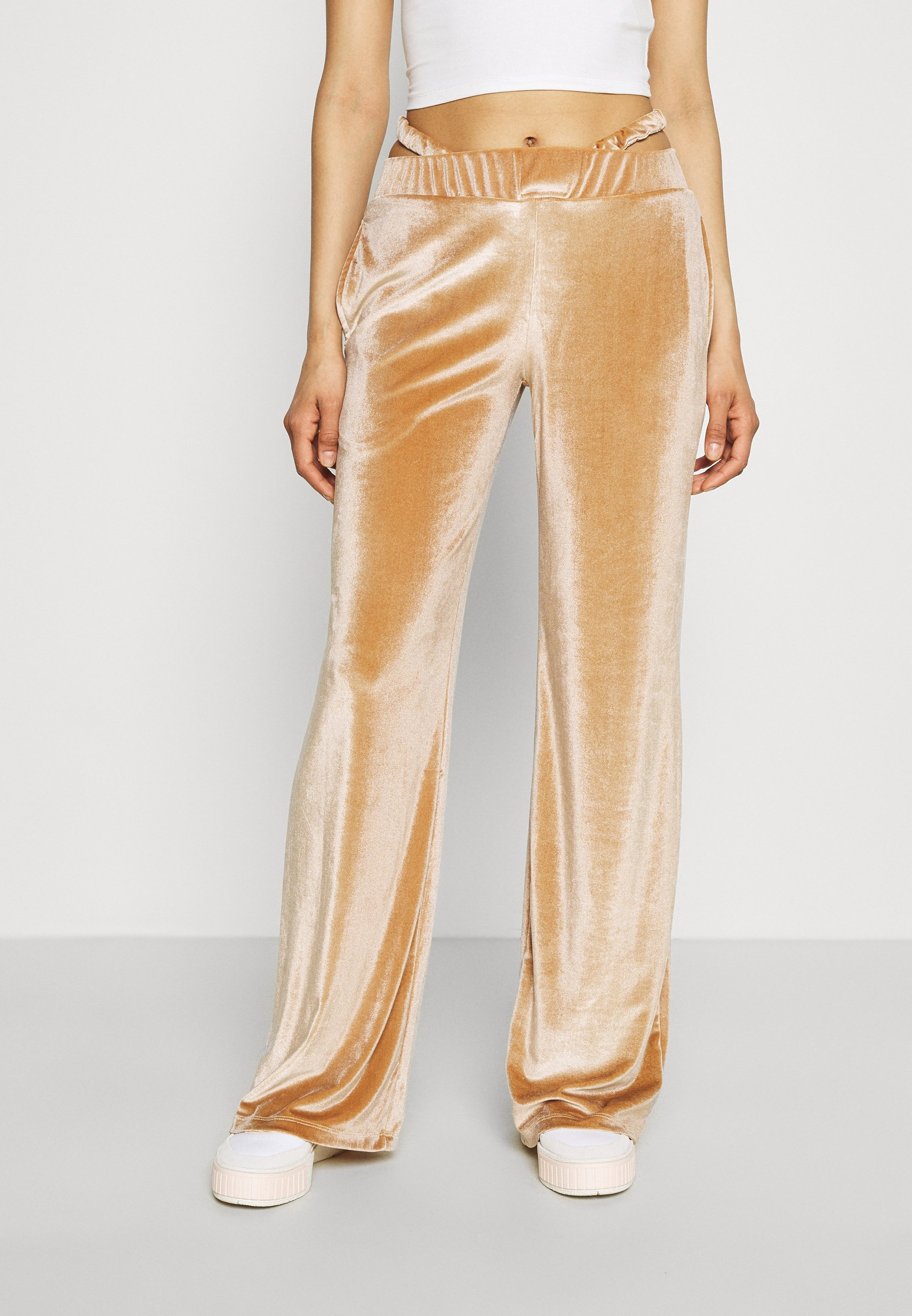 Women LOW RISE WIDE LEG WITH THONG DETAIL EMBROIDERED LOGO - Tracksuit bottoms