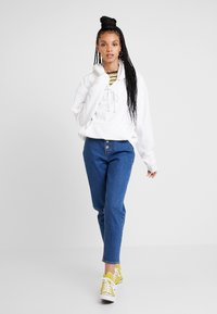 Levi's® - EXPOSED BUTTON MOM JEAN - Relaxed fit jeans - pacific dream - 1