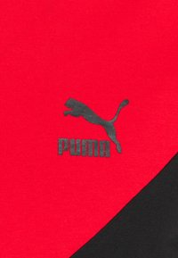 Puma - ICONIC TEE - Print T-shirt - black/high risk red - 2