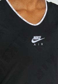 Nike Performance - AIR - T-shirts med print - black/silver - 6