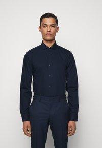 HUGO - ERRIK SLIM FIT - Formal shirt - navy - 0