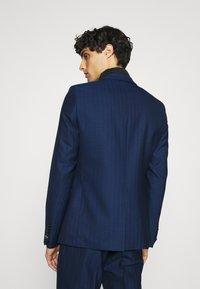 Twisted Tailor - GAUGUIN SUIT - Puku - blue - 3