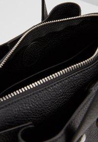 Tommy Hilfiger - CORE SATCHEL - Håndtasker - black - 4