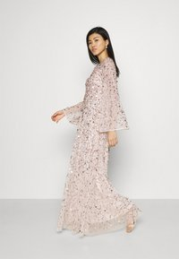 Maya Deluxe - ALL OVER 3D EMBELLISHED DRESS WITH BELL SLEEVE - Iltapuku - pearl pink - 3