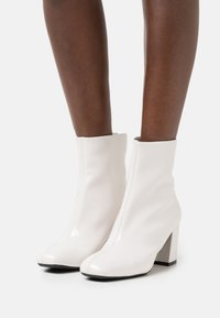 Anna Field - Kotníkové boty - white - 0