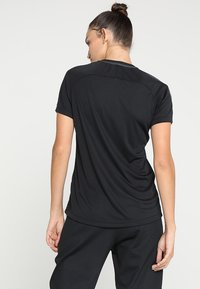 Nike Performance - DRY - T-shirt med print - black/anthracite/white - 2