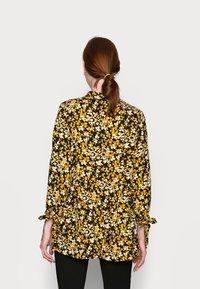 Dorothy Perkins Tall - SPOT SMOCK WOVEN - Tuniek - yellow/black - 2