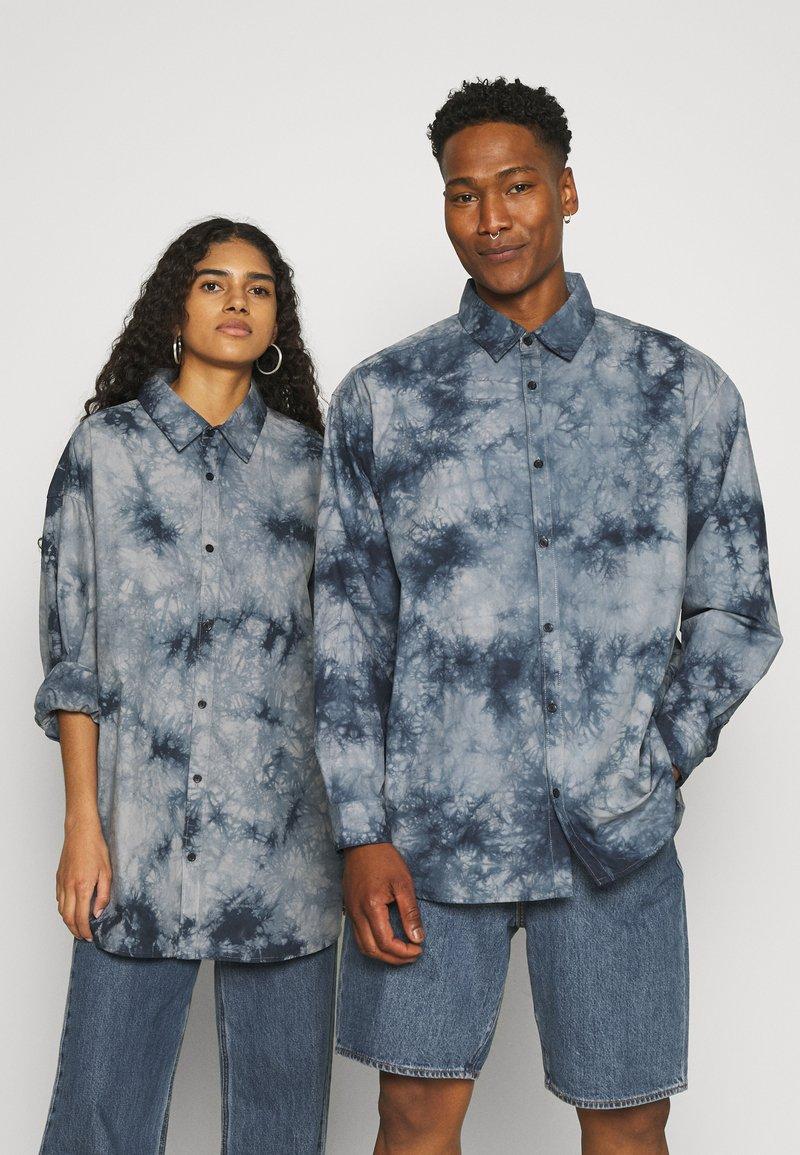 Mennace - AFTERMATH UNISEX - Camisa - grey
