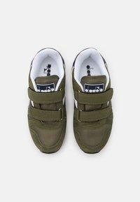 Diadora - SIMPLE RUN UNISEX - Sports shoes - green rosemary - 3