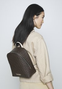 Calvin Klein - MONO BACKPACK  - Plecak - brown - 1