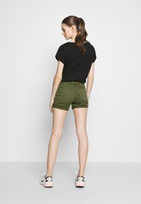 Vero Moda - VMHOT SEVEN MR FOLD SHORTS COLOR - Denim shorts - ivy green - 2
