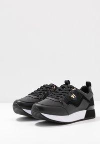 Tommy Hilfiger - TOMMY DRESS CITY SNEAKER - Sneaker low - black - 4