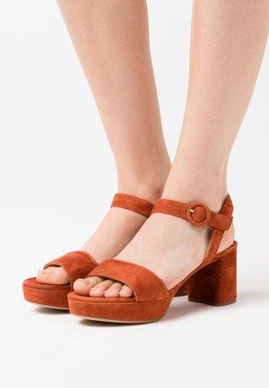 NENES - Platform sandals - sienna
