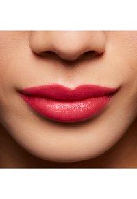 MAC - BLACK CHERRY LIPSTICK - Rouge à lèvres - dramarama - 2