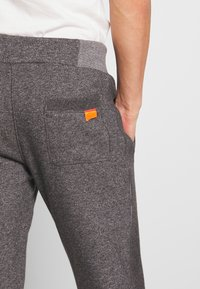 Superdry - ORANGE LABEL CLASSIC - Teplákové kalhoty - mid grey texture - 3